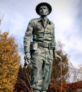 charles-upham-vc-statue