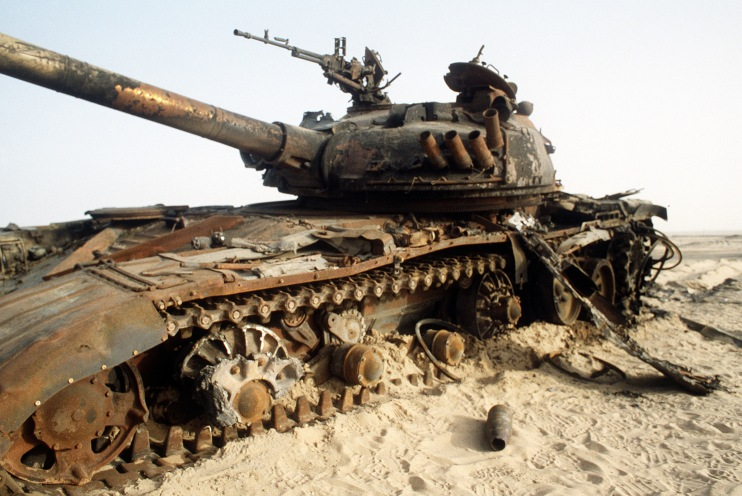 Destroyed_Iraqi_T-72_tank_during_the_Gulf_War.jpg